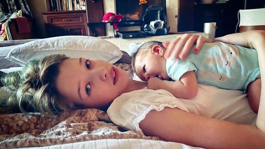 Ever Jovovich und Baby Dashiel im Februar 2020