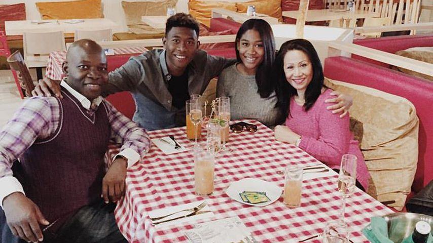 David und Rose May Alaba mit ihren Eltern im November 2015