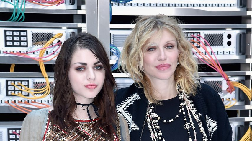Frances Bean Cobain und Courtney Love bei der Fashion Week in Paris