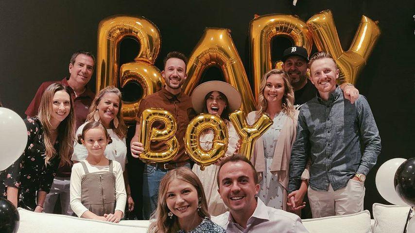 Frankie Muniz mit seiner Frau Paige und Freunden