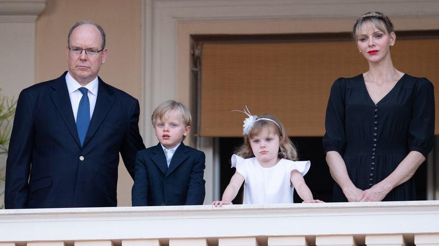 Fürst Albert II. und Fürstin Charlène mit ihren Kindern Jacques und Gabriella im Juni 2020