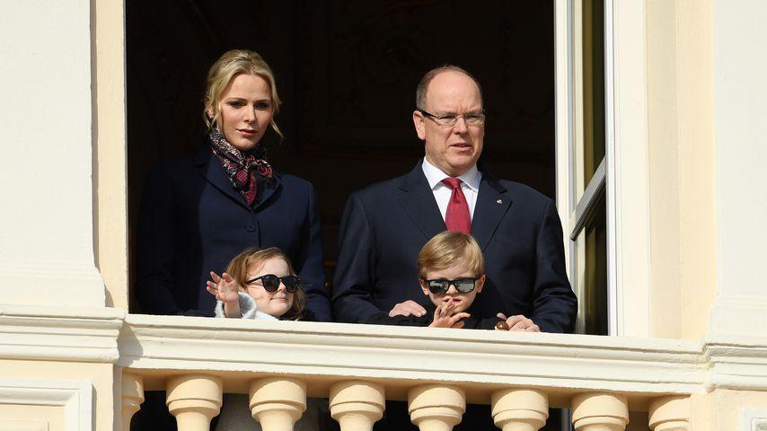 Fürst Albert und Fürstin Charlène von Monaco mit ihren Kindern