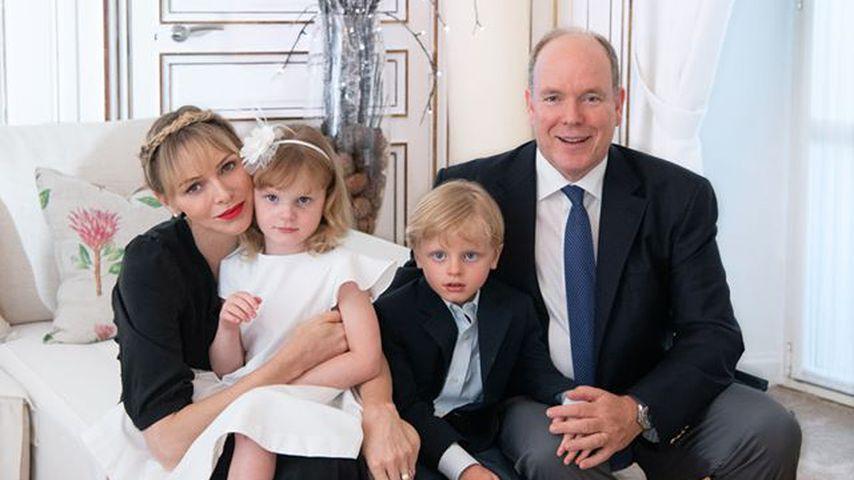 Fürstin Charlène mit Fürst Albert und ihren Kindern