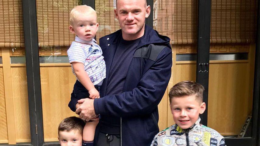 Wayne Rooney mit seinen Söhnen Kai, Klay und Kit