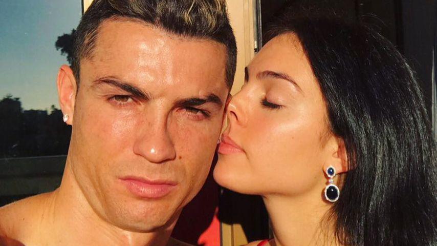 Verlobt? Ronaldos Liebste Georgina trägt Mega-Klunker bei WM