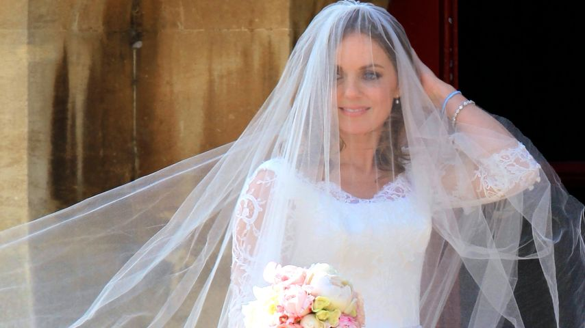 1. Braut-Bilder! Geri Halliwell schreitet vor den Altar