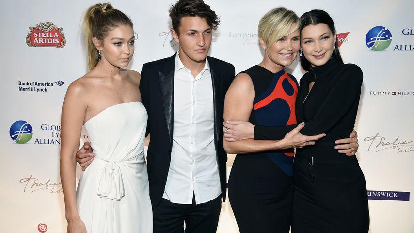 """Gigi, Anwar, Yolanda und Bella Hadid bei der """"Global Lyme Alliance"""" in New York 2015"""