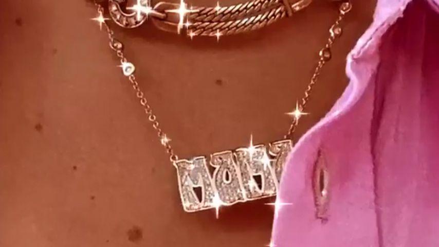 """Gigi Hadid trägt jetzt stolz eine """"Mama""""-Kette um den Hals ..."""