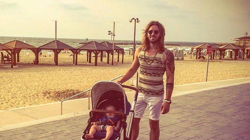 Gil Ofarim mit seinem Kind
