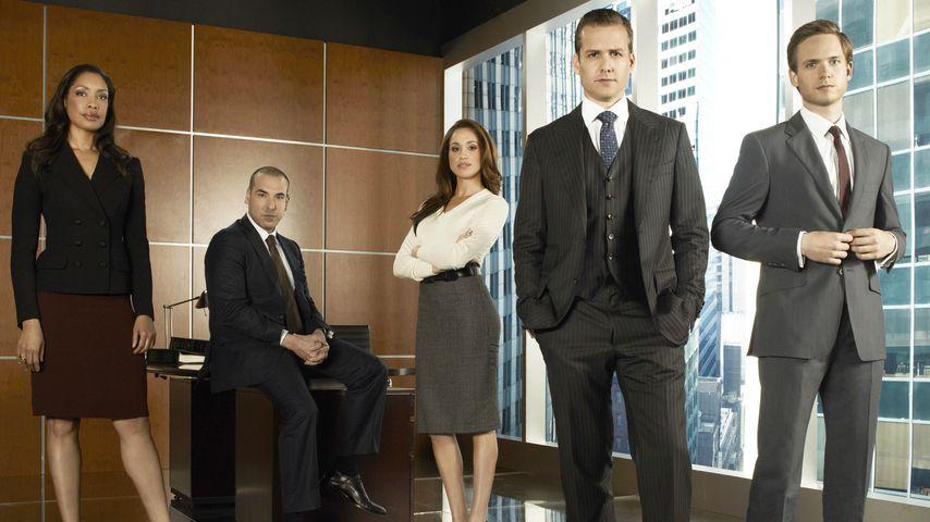 """Suits""-Cast: Gina Torres, Rick Hoffman, Meghan Markle, Gabriel Macht und Patrick J. Adams"
