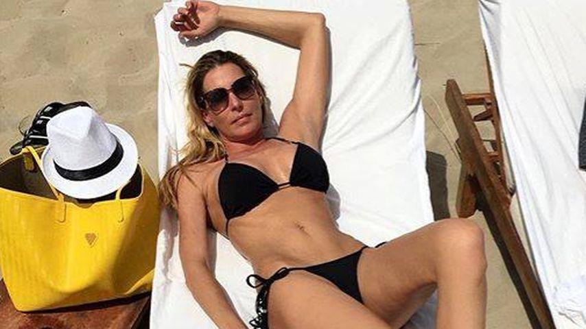 Sexy Body! Giulia Siegel sonnt ihre heißen Kurven am Strand