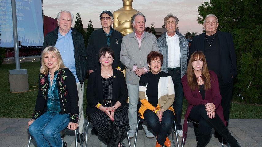 """Gloria Katz (2. von rechts, unten) und ihre """"American Graffiti""""-Kollegen"""
