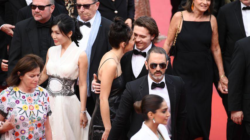 Hana Cross und Brooklyn Beckham (m.) in Cannes