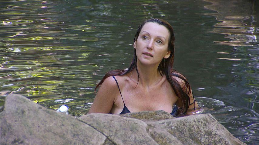 Hanka Rackwitz im Dschungelcamp-Pool