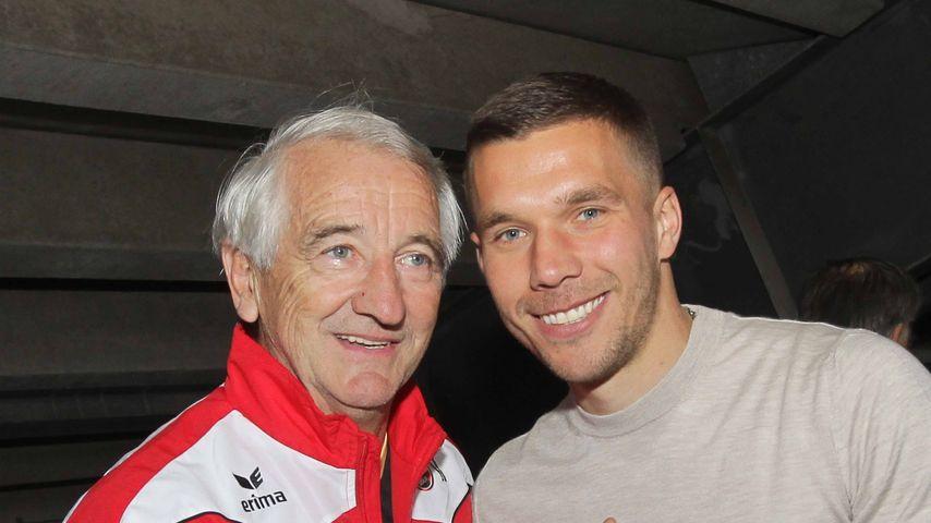 Lukas Podolski trauert: Fußballlegende Hannes Löhr ist tot