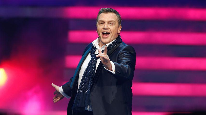 """Hape Kerkeling während eines Auftrittes bei """"Wetten, dass..?"""" in Offenburg im Jahr 2014"""