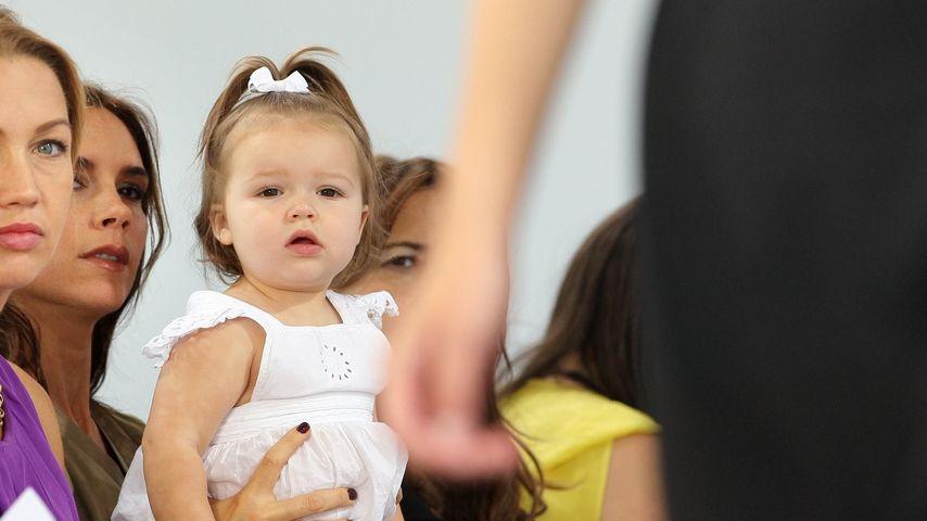Harper Seven ist der Star auf Mamas Fashion-Show