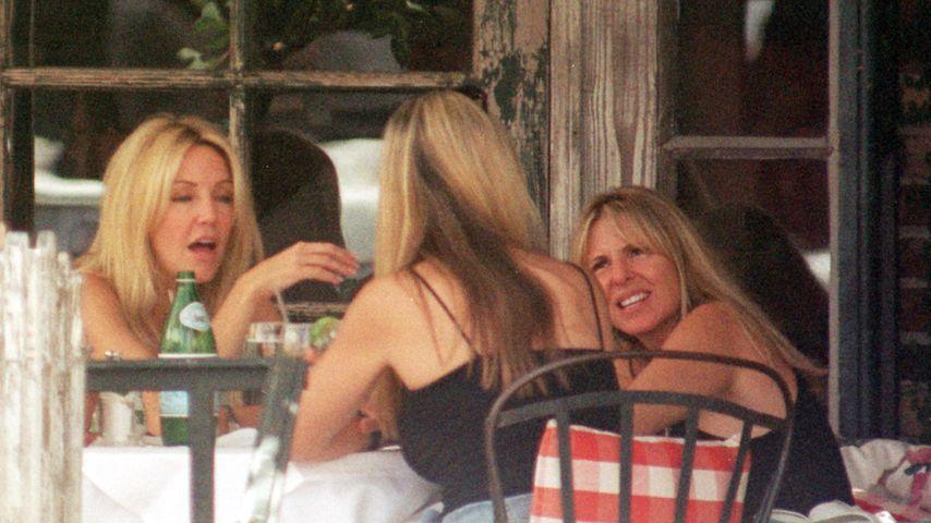 Heather Locklear mit Freunden im Restaurant