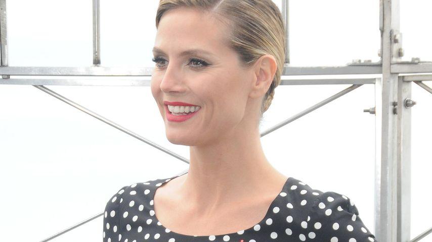 Heidi Klum im hautengen Pünktchen-Dress