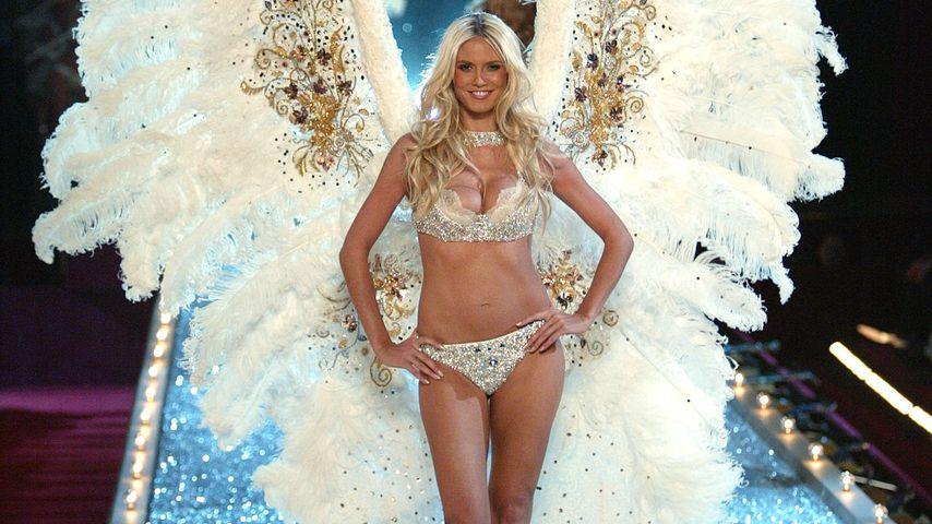 Heidi Klum auf der Victoria's Secret Fashion Show in New York im Jahr 2003