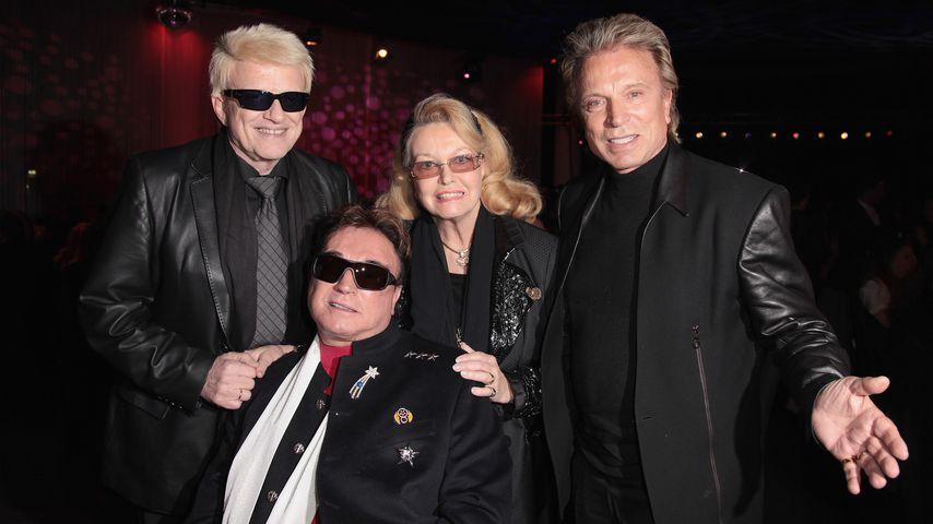 Heino (l.) und seine Ehefrau Hannelore mit  Siegfried Fischbacher (r.) und Roy Horn