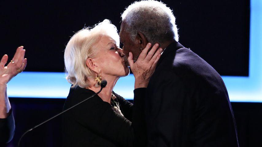 Gefühlsausbruch! Helen Mirren knutscht Morgan Freeman