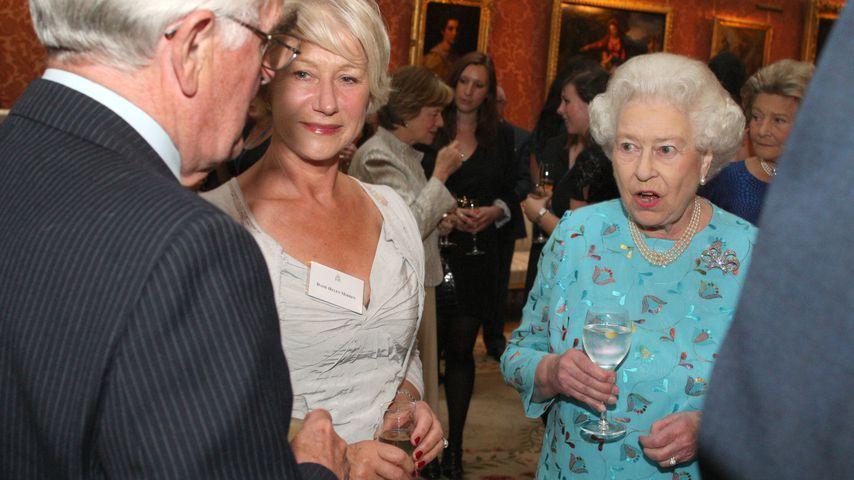 Helen Mirren und Queen Elizabeth im Buckingham Palace