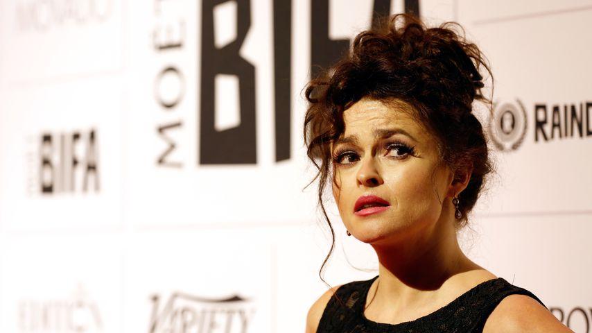 Helena Bonham Carter mit Vogelnest auf dem Kopf
