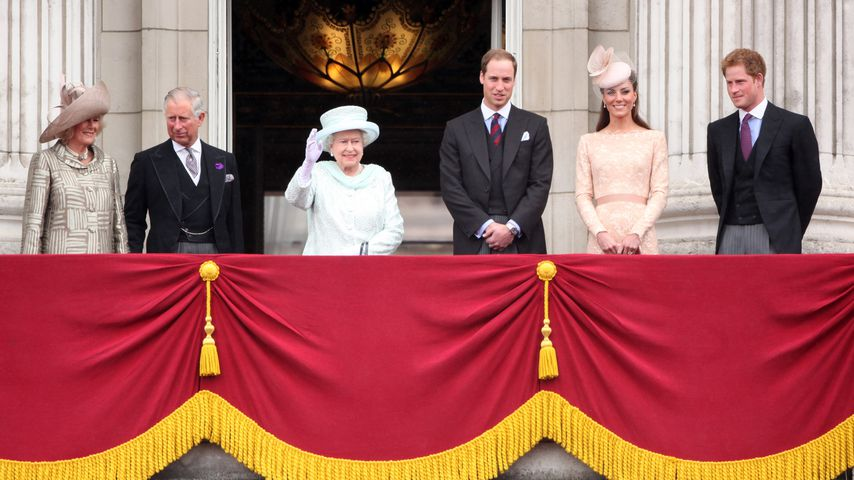 Herzogin Camilla, Prinz Charles, Queen Elizabeth II., Prinz William, Herzogin Kate und Prinz Harry