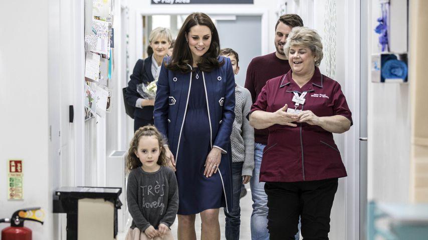 Herzogin Kate beim Besuch eines Kinderkrankenhauses