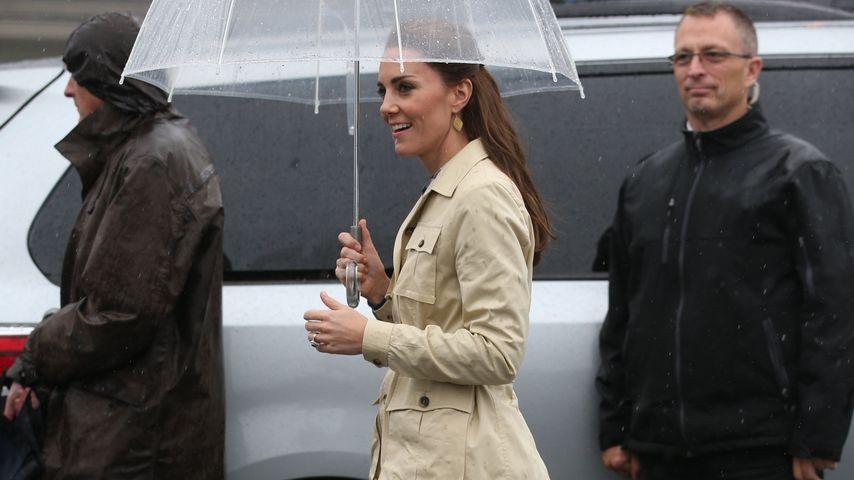 Im Regen: Herzogin Kate trägt 12 Jahre alte Lieblings-Boots