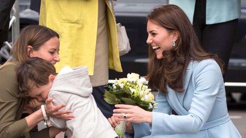 Was ist da passiert? Herzogin Kate bringt Jungen zum Weinen!