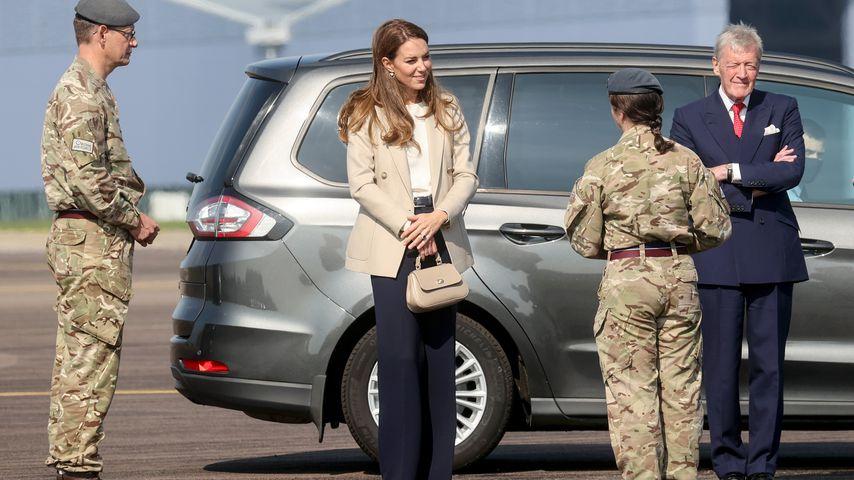 Herzogin Kate mit Soldaten