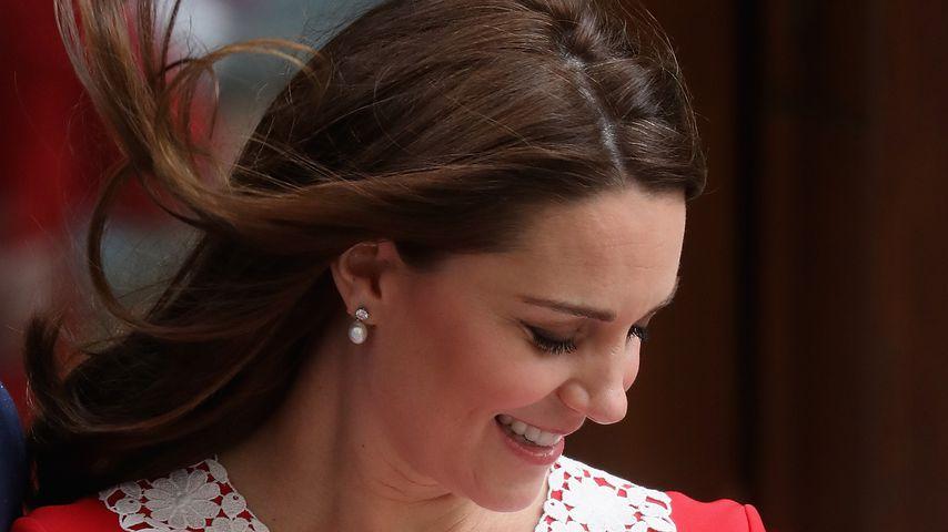 Neumama-Outfit: Herzogin Kate zollte Diana und Queen Tribut!