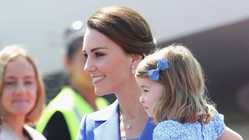 Herzogin Kate und Prinzessin Charlotte am Flughafen Tegel 2017