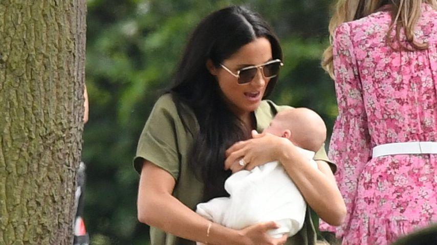 Mama-Shitstorm für Meghan: Hält sie hier Baby Archie falsch?
