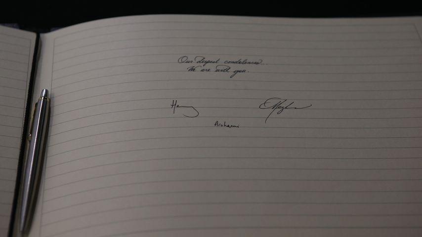 Herzogin Meghan und Prinz Harrys Unterschrift im Kondolenzbuch