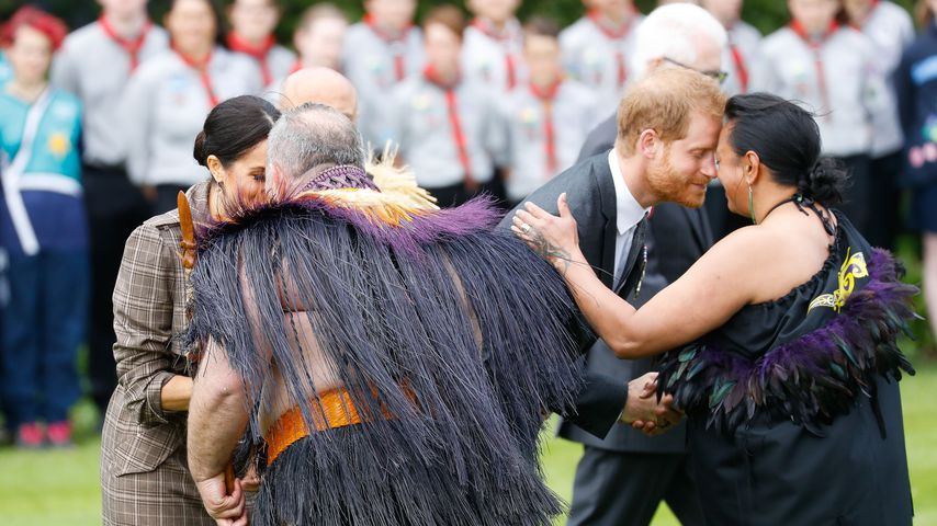 Herzogin Meghan und Prinz Harry bei der Begrüßung am Government House in Wellington