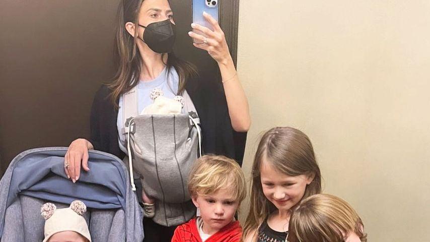Hilaria Baldwin mit ihren sechs Kindern