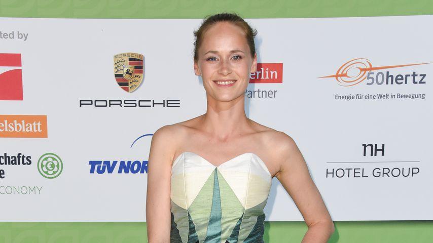 Inez Bjørg David, Serien-Darstellerin