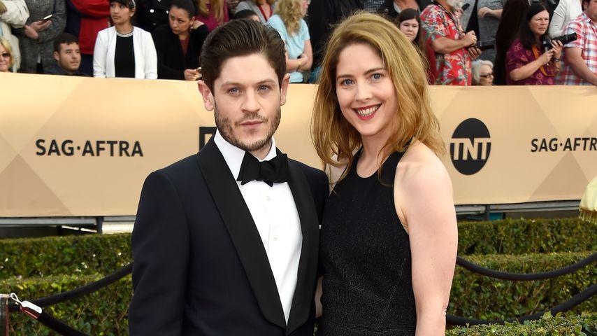 Iwan Rheon und seine Freundin Zoe Grisedale bei den SAG Awards 2016