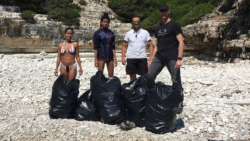 Jada Pinkett-Smith, Tochter Willow und Helfer beim Müll sammeln in Griechenland