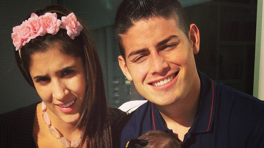 James Rodríguez mit seiner Tochter Salomé und Frau Daniela Ospina 2013