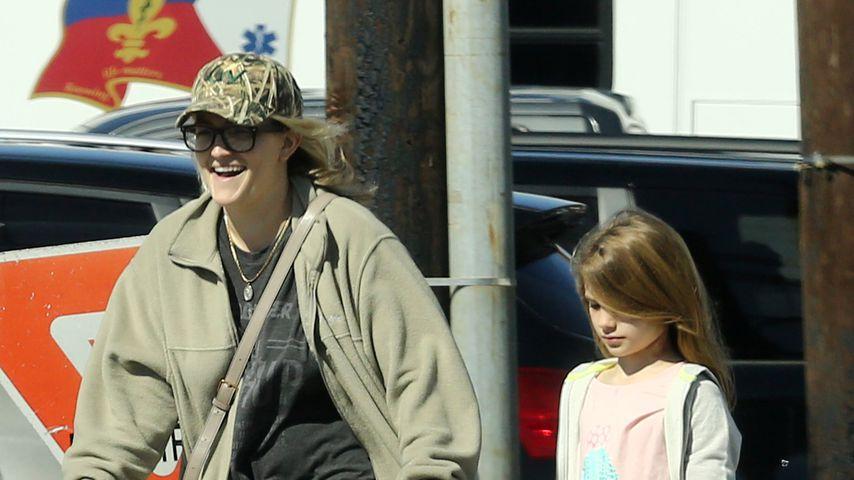Jamie Lynn Spears mit ihrer Tochter Maddie beim Verlassen der Klinik, Februar 2021