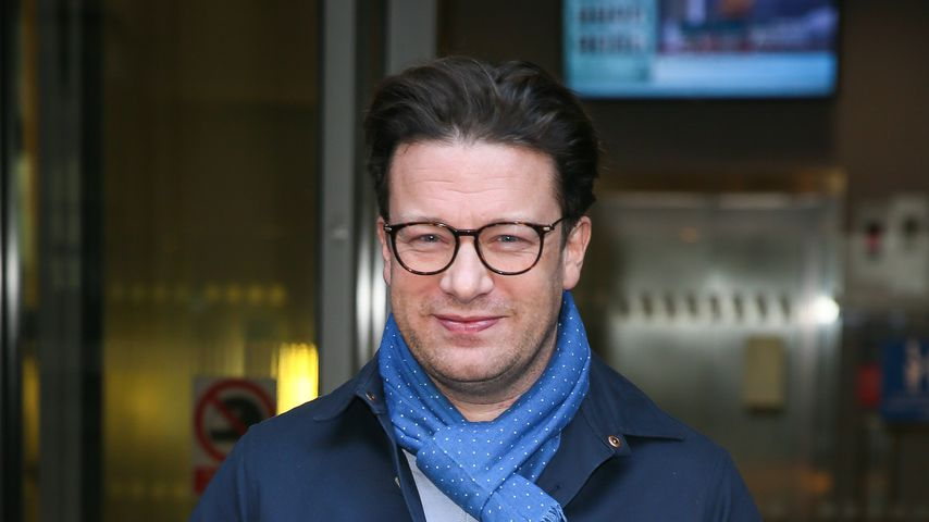 Jamie Oliver vor den BBC Radio Two Studios in London