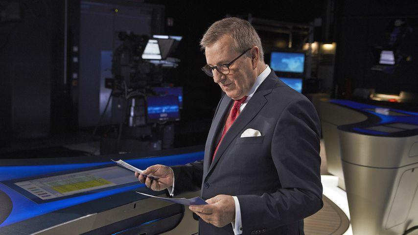 TV-Abschied: ARD-Moderator nimmt live seine Krawatte ab
