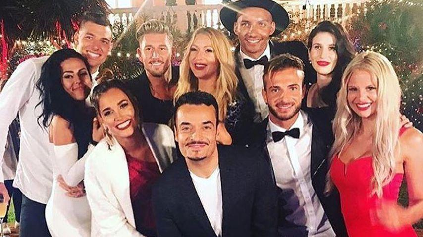 """Jana Ina und Giovanni Zarrella (Mitte) mit den """"Love Island""""-Finalisten"""