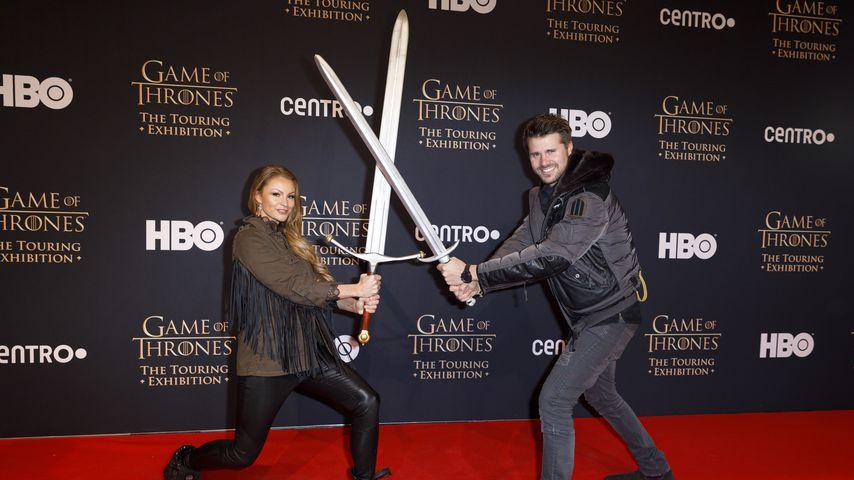 """Jana Julie Kilka und Thore Schölermann beim VIP-Opening der """"Game of Thrones""""-Ausstellung"""