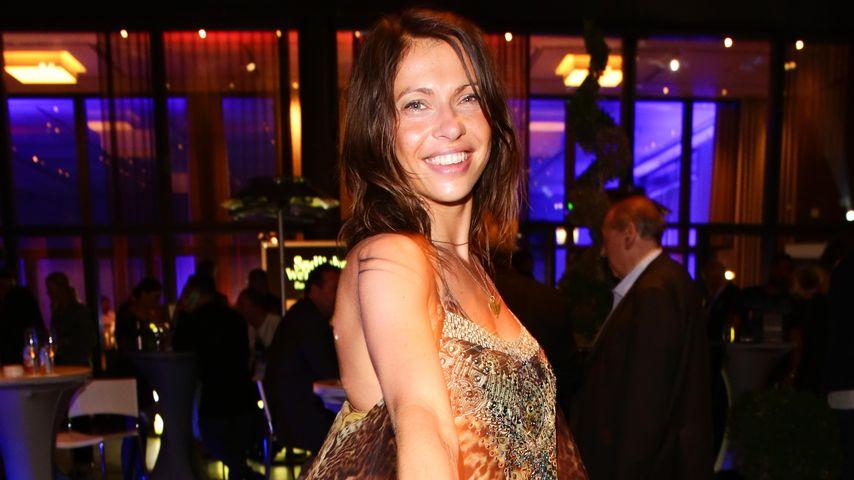 "Jana Pallaskes Single: Hier tanzt JEDi¥ESS zu ""KLiCK KLiCK"""