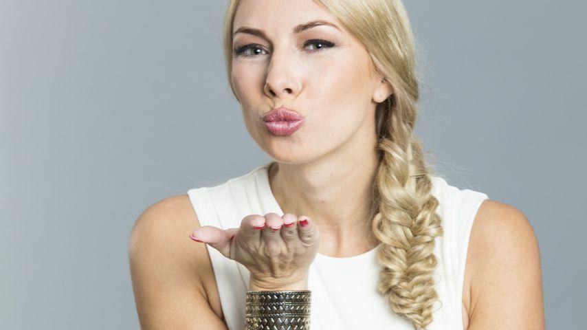 Sonnenschein Janika: Wickelt sie den Bachelor um den Finger?